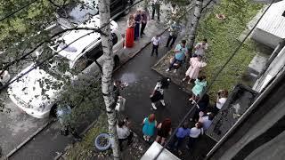 Жених пришел выкупать невесту