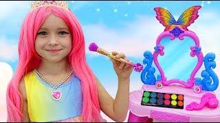 София как Принцесса Наряжается и делает Макияж  Сборник Веселых Видео с Игрушками