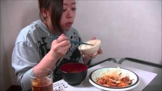 マヨネーズを入れるとまろやかになる気がします。 お供はワカメの味噌汁。