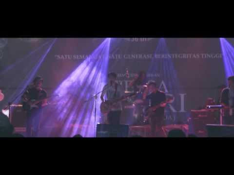 Juara Kedua - Fiersa Besari & Kerabat Kerja live at Universitas Kadiri