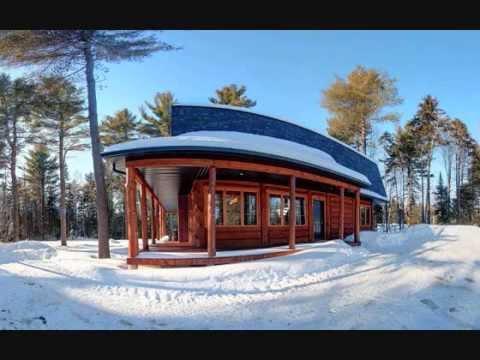 Maison qisuk maison chalet en bois rond wmv youtube for Maison en bois ronde