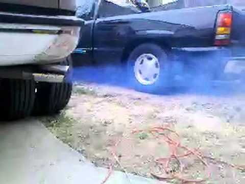 2004 F350 6.0 Powerstroke fire up smoke.