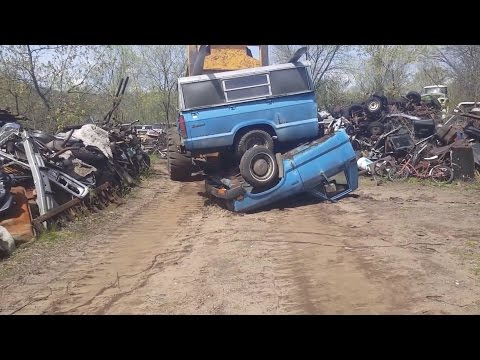 Car Crusher crushing cars 33