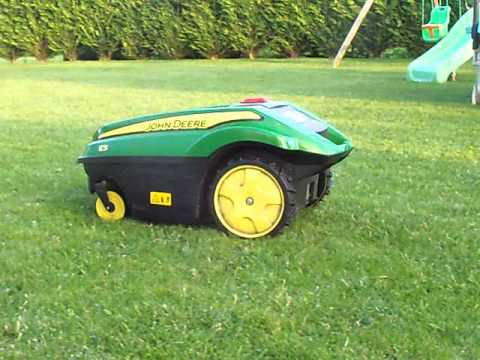 robot tondeuse john deere tango e5 tond le gazon youtube. Black Bedroom Furniture Sets. Home Design Ideas