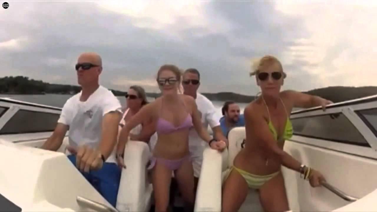 парни покатали сучку на лодке