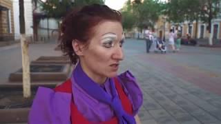 Уличный театр в Оренбурге показал спектакль о любви