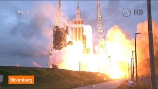 Lift Off: NASA Orion Spacecraft Launches