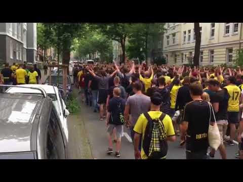 Stadionmarsch Vor Dem Spiel Dortmund - Berlin