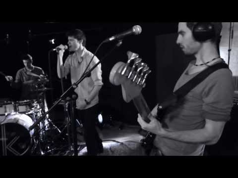 A kew's tag - A Poisoned Mind | Studio Session
