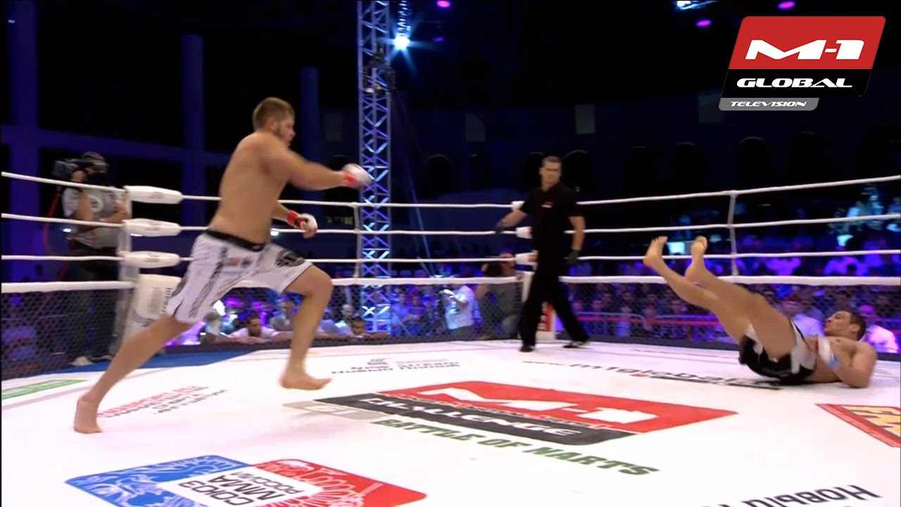 ※閲覧注意 MMAの試合でローキックを蹴った選手の足が…蹴られた本人は無傷ww