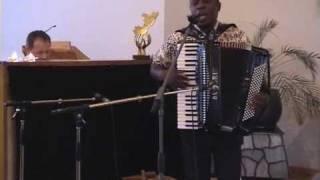 """ALPHONSE NZINDOU chante """"Sanga Vuvu"""""""