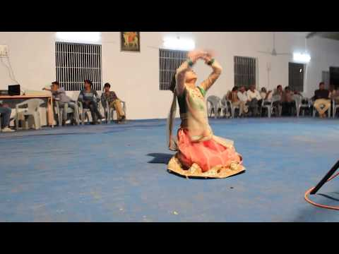 Mari laadki ne Khamma ghani Mari dikri ne | Wedding Dance Performing By 7 year Old Girl Honey | 2017