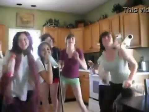 groupe de filles chante et danse avec Don Jess
