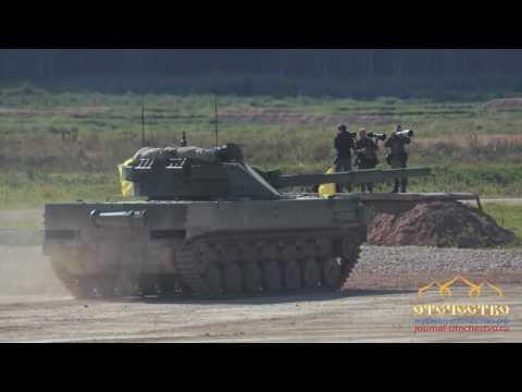 динамический показ военной техники на полигоне в Алабино
