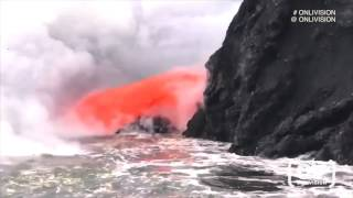 *** Spectacular volcano footage in Hawaii! Super-hot LAVA WATERFALL gushes into the sea. Kilauea.