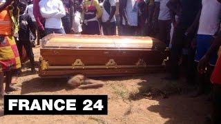 """Macabre cérémonie du """"cercueil volant"""" , 1 mort - Côte d'Ivoire"""