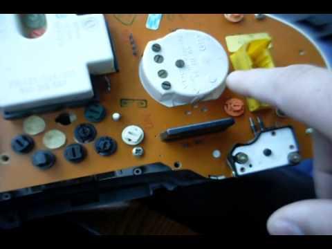 Cмотреть онлайн Как вытянуть панель приборов ауди 80,сменить лампочки. Видео для подписчика.