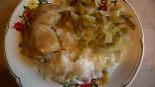 Курица тушеная с солеными огурцами 1