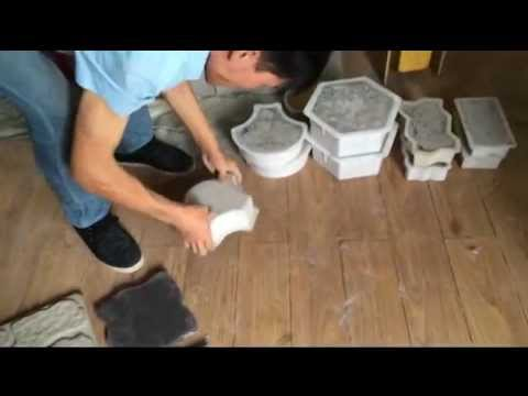 How To Release The Pavers From Plastic Molds Youtube