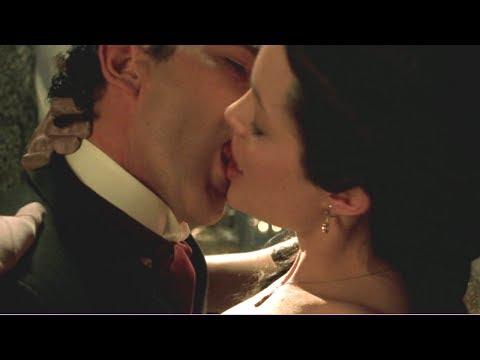 Angelina Jolie Hot Kiss with Antonio Banderas, Original Sin (2001)
