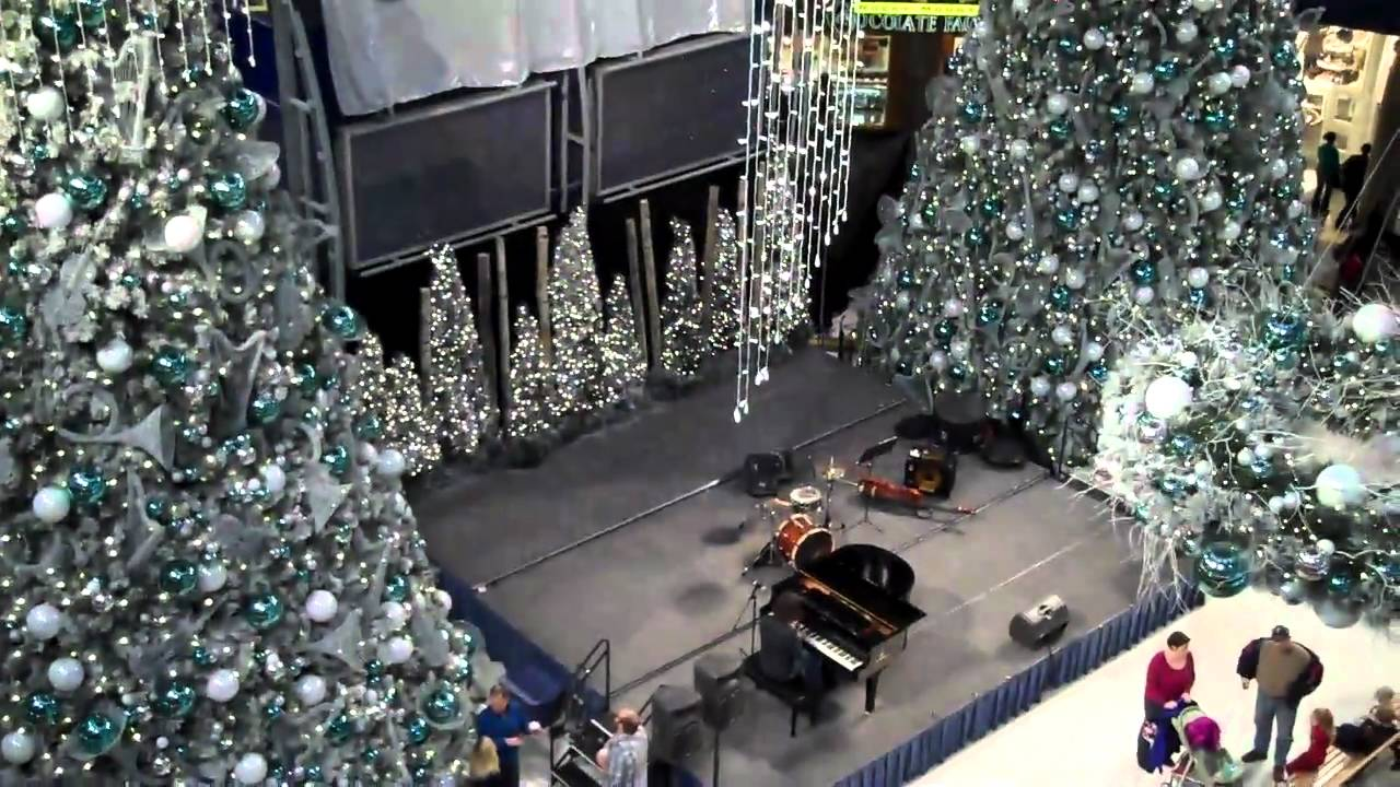 beautiful christmas decorations at the mall of america