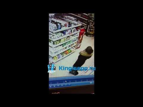 Наглость или отчаяние народа? В Кингисеппе женщина ВОРУЕТ товары прямо под камерой. KINGISEPP.RU
