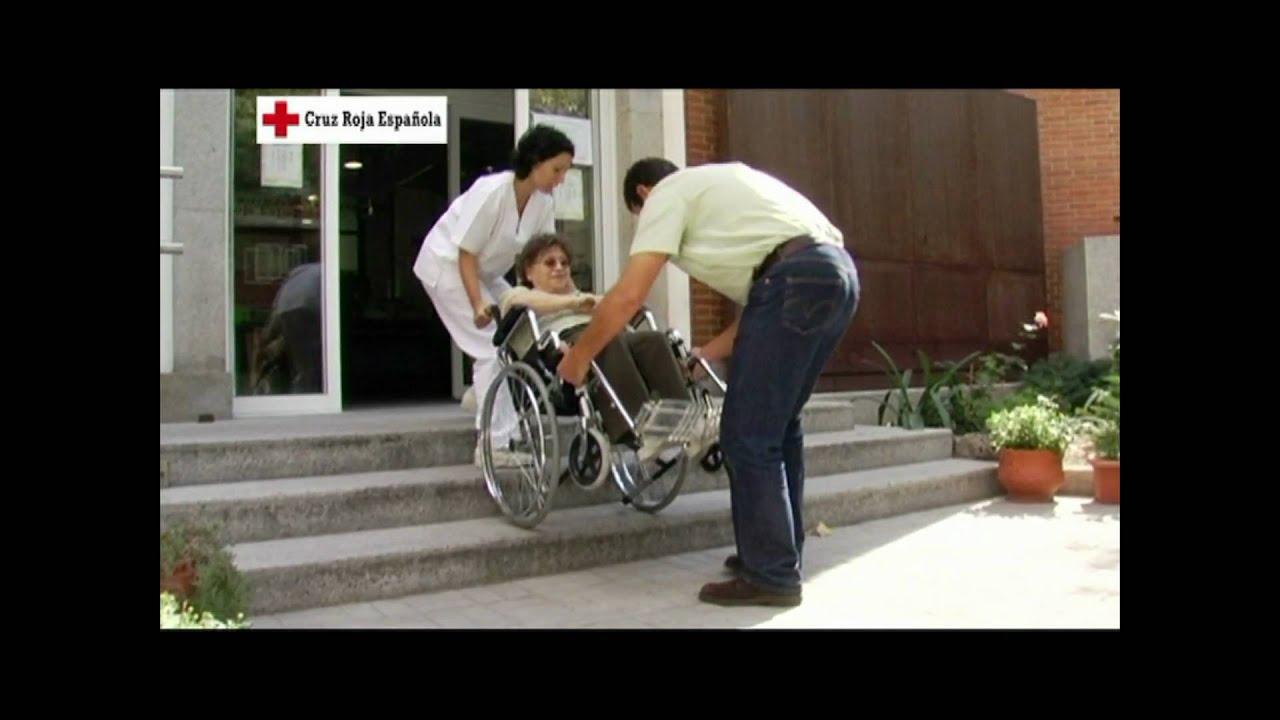 Subir y bajar escalones con una silla de ruedas youtube for Silla de ruedas para subir escaleras