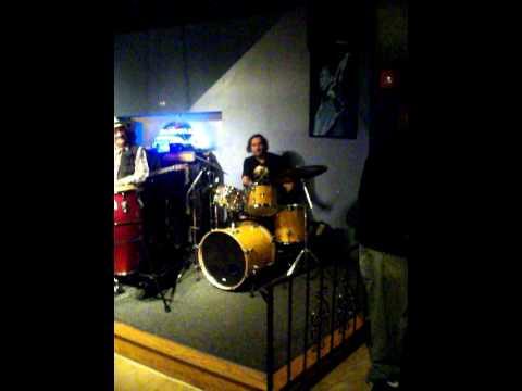 halloween ZILDJIAN SKULL shuffle drum solo