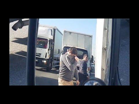 Держим обочину на МКАДе #6 Конфликт с водителем и пассажиром. Чуть не отхватил. Побежал за мной.