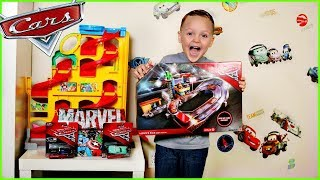 Disney Cars 3 Racing Track Toy! Lightning McQueen and Jackson Storm Race Each Other!
