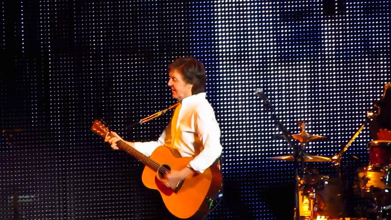 paul-mccartney-and-i-love-her-live-from-portland-oregon-on-4-15-2016-alex-jossi