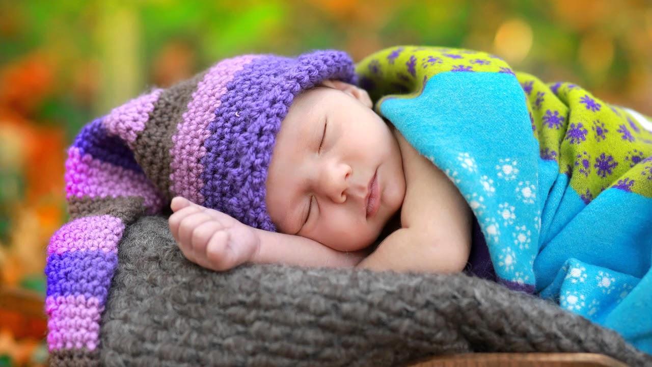 В каком возрасте меняется цвет глаз у новорожденных