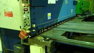 Рубка стали на гильотине (Компания Мир металла)