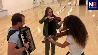 Скрипачка из Владикавказа играет мелодию из