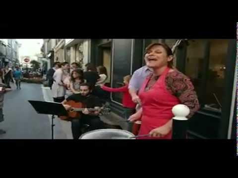 RACHEL MAGIDSON chante dans la rue notre dame pour la fête du printemps aux chartrons.mp4