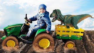 На большом тракторе малыш застрял в грязи и спас динозавра