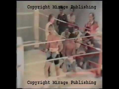 Чарльз Бронсон на боксёрском ринге.