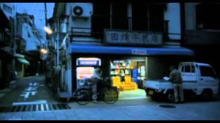 独身の美奈子は、牛乳配達を終えるとスーパーに出勤してレジを打つ。夜...
