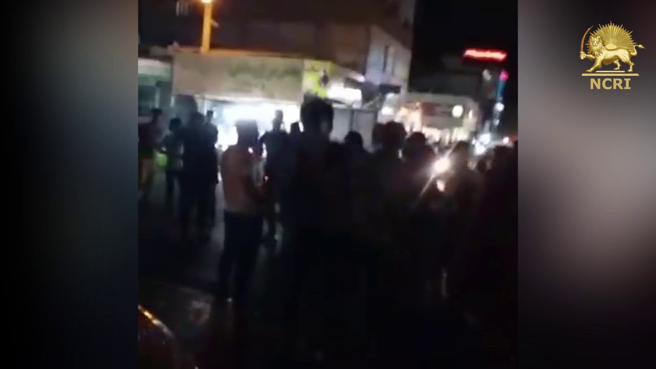"VARAMIN, #Iran, Aug 3, Protesters chanting: ""We don't want incompetent officials"""