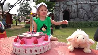 Milusik Lanusik plays at farm sheep Family fun trip