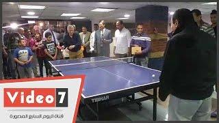 مرتضى منصور يفوز على عبد المنعم عمارة فى مباراة تنس طاولة بالزمالك