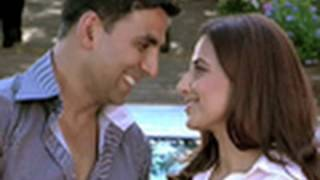 Akshay Kumar caught red handed with another woman | Heyy Babyy