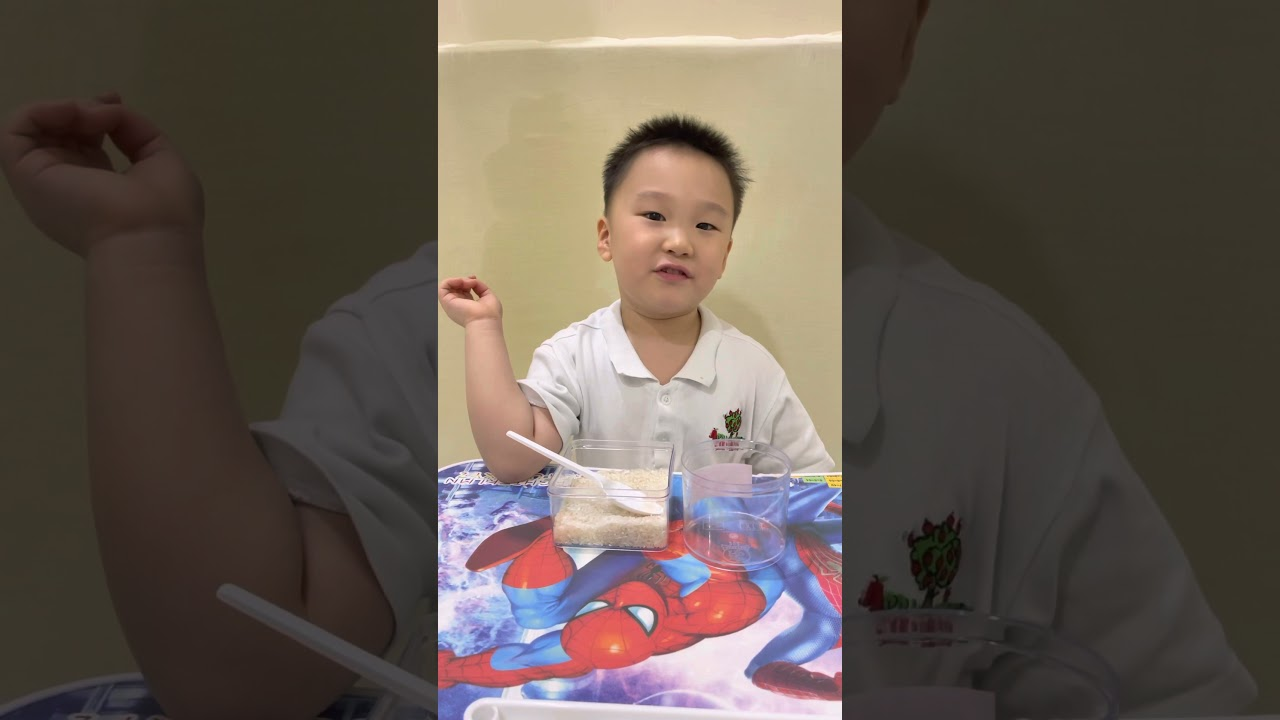 Kid activity: move the rice with the spoon  - from Nick Channel