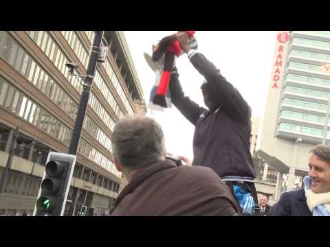 Bus Cam - Manchester City FA Cup winners 2010/11 Homecoming