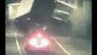 Автомобиль призрак в тоннеле.