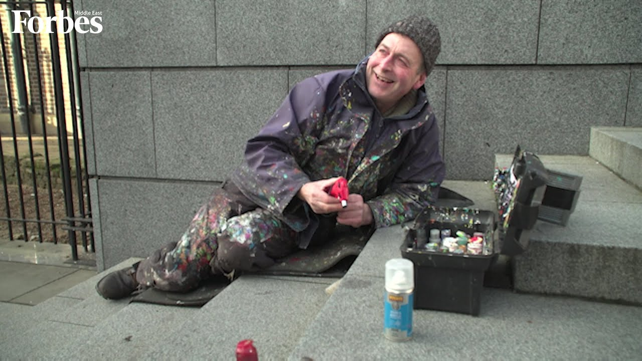 """The """"chewing gum artist"""" sculpts and repaints scraps of gum discarded by passers-by in London"""
