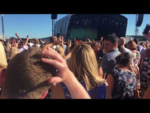 Paloma Faith York Racecourse 2018