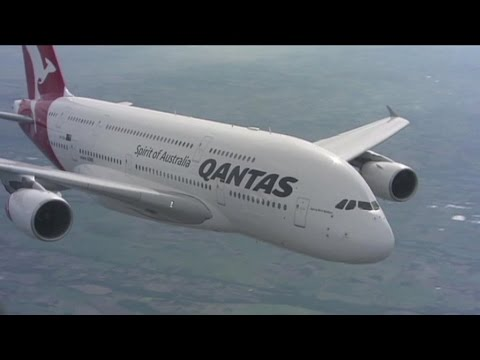 Qantas bounces back with record profits