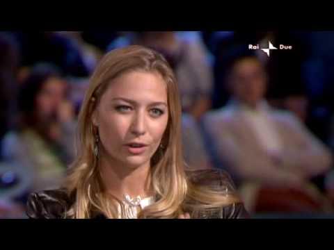 Intervista a Vauro e Beatrice Borromeo all'Era Glaciale su rai 2 - parte 1/4