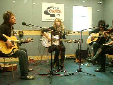 Taylor Swift - You're Not Sorry Live Acoustic @ Capital Radio London